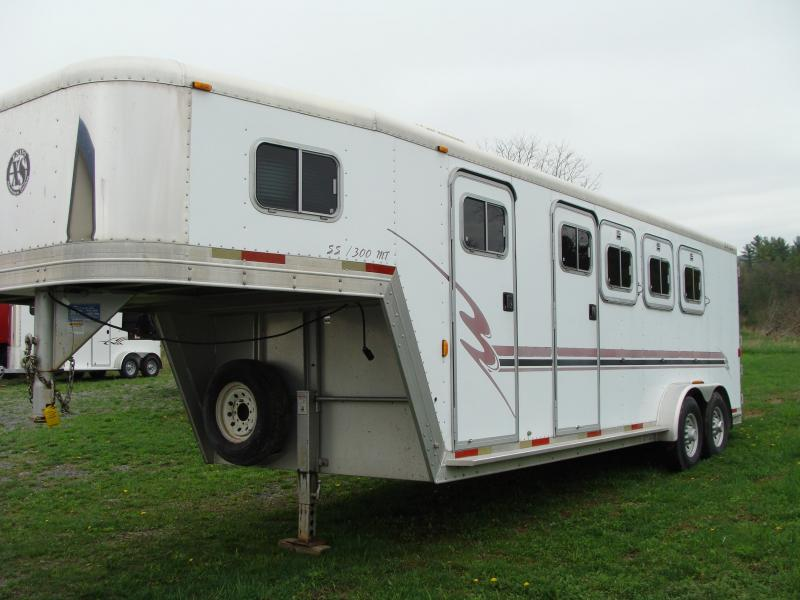 2001 Exiss Trailers 3 horse slant with mid tack Horse Trailer