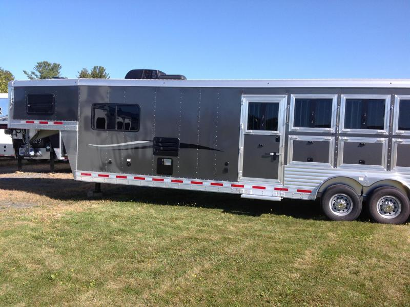 2018 4 HORSE WITH LIVING QUARTERS