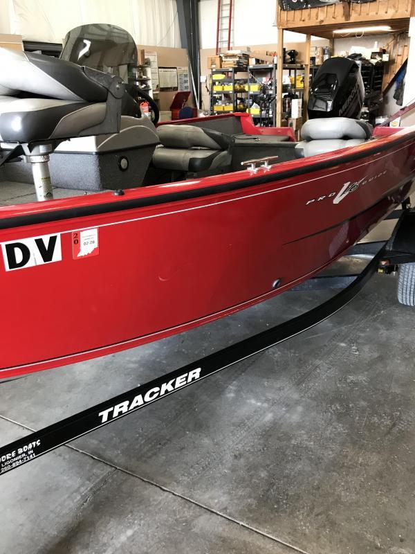 2015 Tracker Marine PRO GUIDE V 16 Fishing Boat