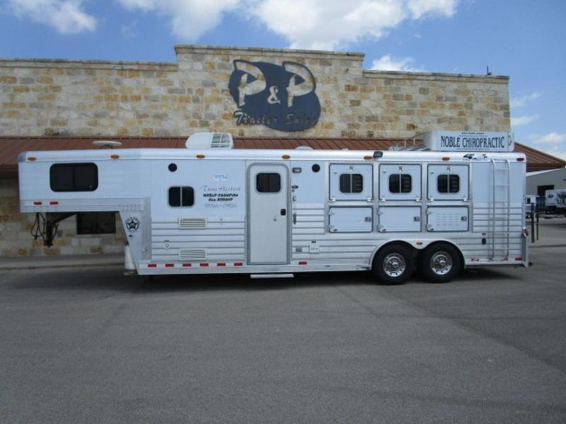 2001 4-Star Trailers 3 Horse 10' SW