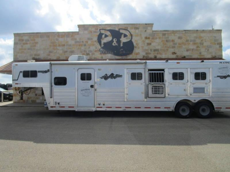 """2005 Platinum Coach Trailers 4 Horse 11'6"""" Short Wall with Generator"""