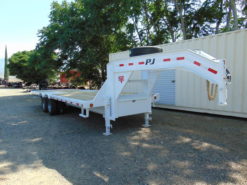 2018 PJ Trailers Tandem Dual Tilt (TD) Equipment Trailer