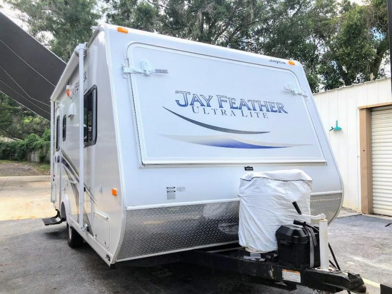 2012 Jayco Jay Feather Ultra Lite 17Z Travel Trailer