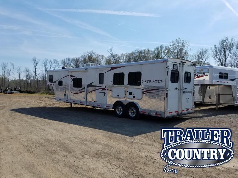 2010 Bison STRATUS 2 HORSE Horse Trailer