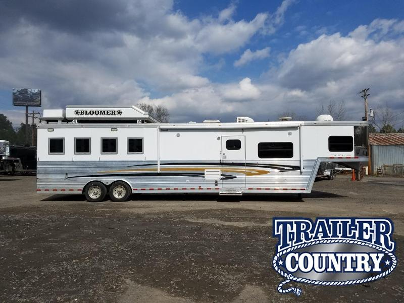 2007 Bloomer Trailer Manufacturing BLOOMER THE EVOLUTION 4H LQ WITH 16 SHORT WALL Horse Trailer