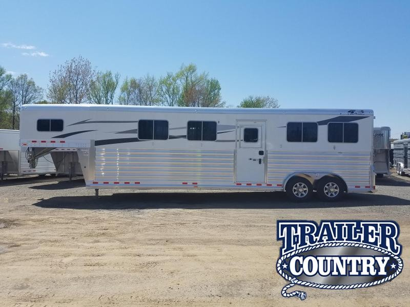 2018 Four Star 4 HORSE HEAD TO HEAD Horse Trailer