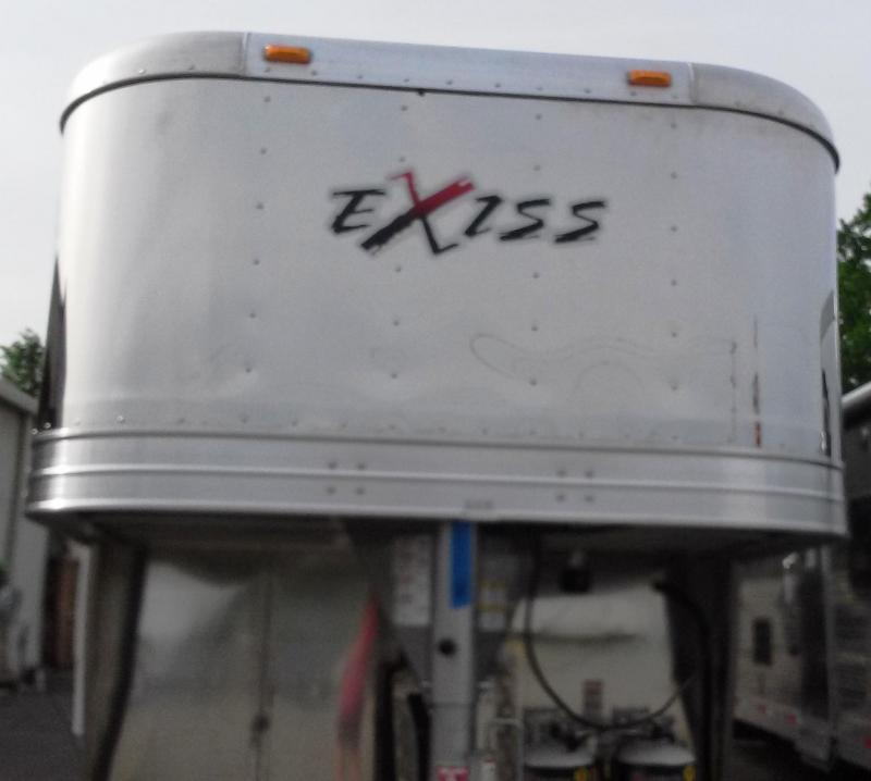 2015 Exiss EXISS STC 830LQ Horse Trailer *** CLEARANCE ***