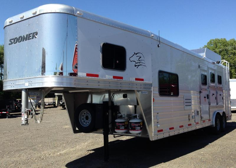 Sooner Premier 3 Horse Trailer with LQ YEAR END CLEARANCE