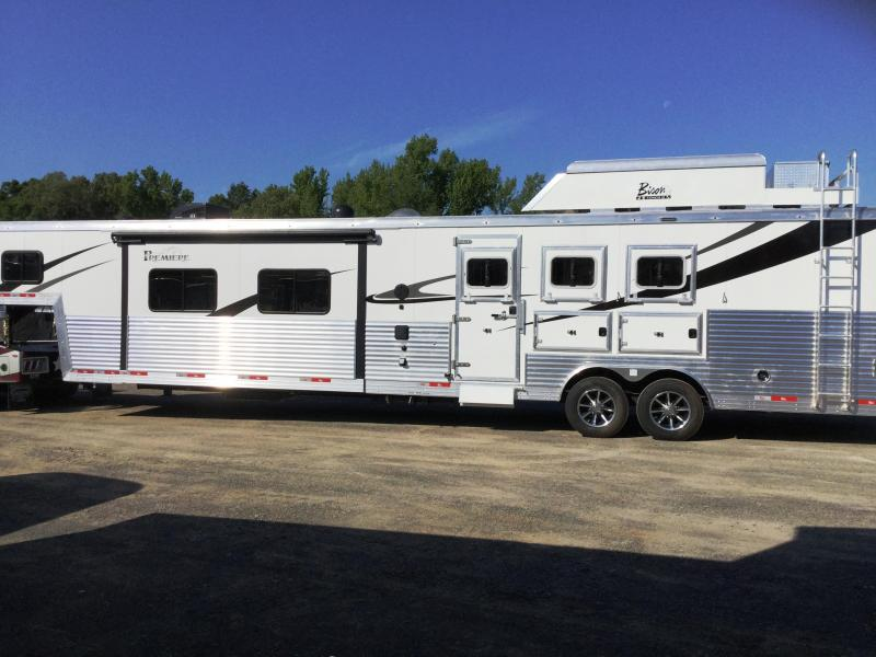 2018 Bison Trailers 8317PRDSRSL PREMIERE REAR SIDE LOAD Horse Trailer