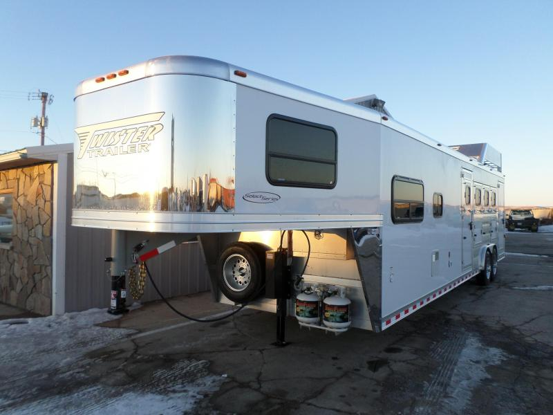 2017 Twister Select Series 4 Horse Trailer