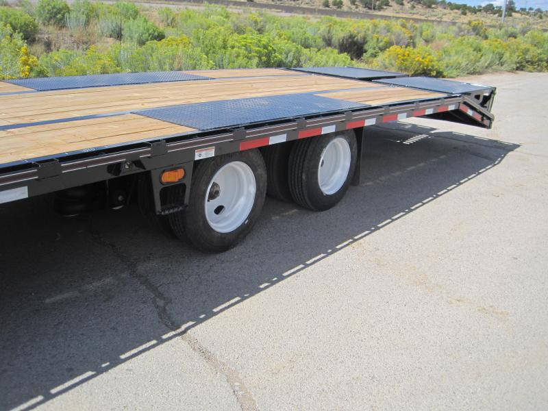 2019 Diamond C Trailers Fmax-212-40-MR- Air ride with Lift Axle- 17.5 tires- Flatbed Trailer