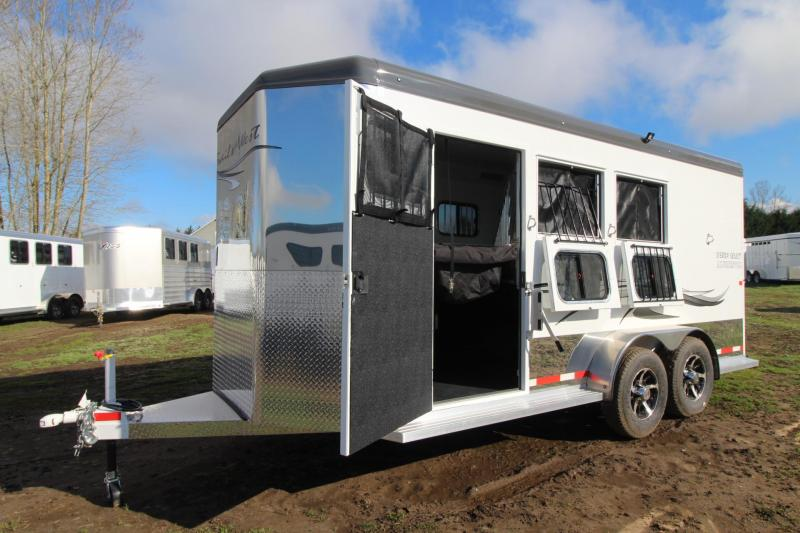"2018 Trails West Sierra Select 3 Horse Trailer 7' 6"" Tall - Seamless Aluminum Vacuum Bonded Walls & Roof - Insulated"