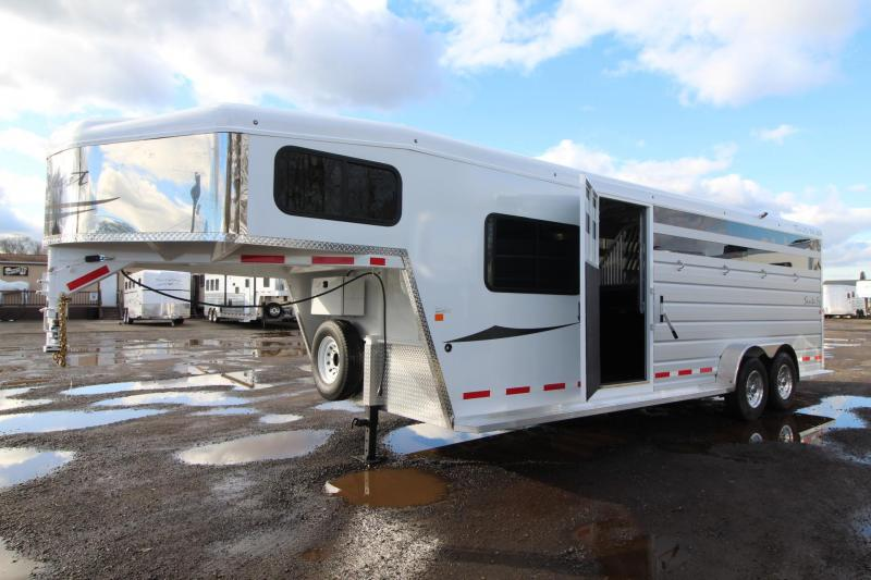 2018 Trails West Santa Fe 21ft 4 Horse Trailer - 5x5 Dressing Room w/ comfort package - Side Tack w/ water tank