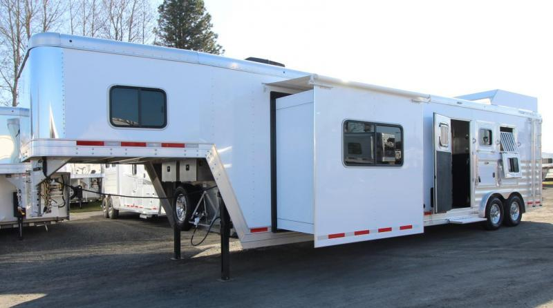 2020 Featherlite 7821 - 8' wide 15ft Living Quarters 3 Horse Trailer FREE DELIVERY - Beautiful Interior - Hayrack - Generator - Insulated Horse Area - Tons of Upgrades! PRICE REDUCED $1000