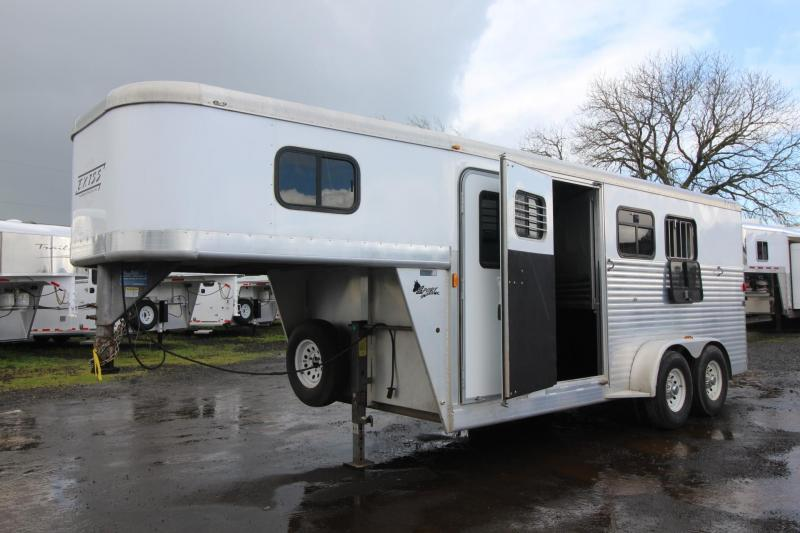 2003 Exiss Sport 3 Horse Trailer - Large Dressing Room w/ Cabinets - Rear Tack