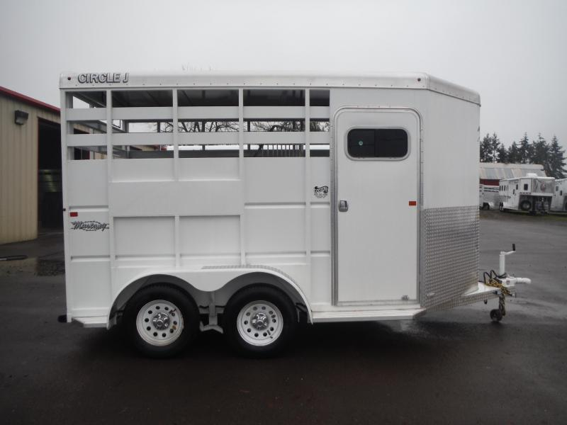 Model Luxury Horse Trailers   1942 Autocar Pulling Luxury Horse Trailer