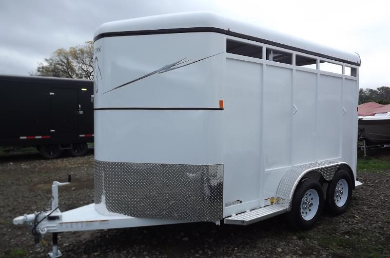 2016 Fabform Vision W/ Padded Jail Divider & Adjustable Divider 2 Horse Trailer