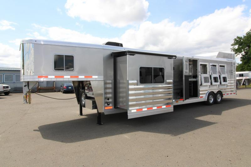 2018 Featherlite 9821 - 4 Horse Trailer - All Aluminum - Fully Loaded Trailer! - Hay Rack - Mangers and more!