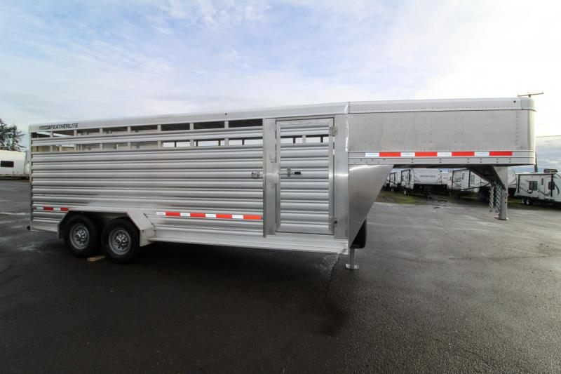 2019 Featherlite 8117 - 20 ft  All Aluminum Livestock Trailer - Upgraded 7K Axles - Center Gate with Slider