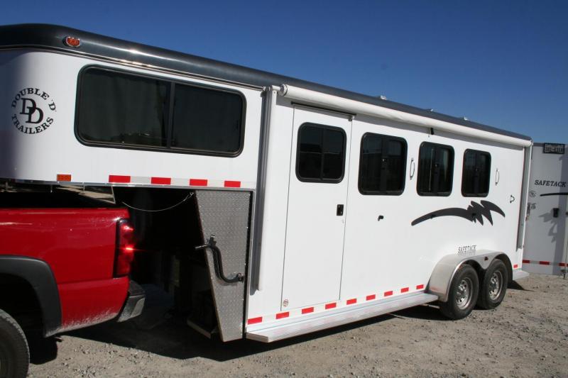 2014 Double D SAFE TACK Horse Trailer