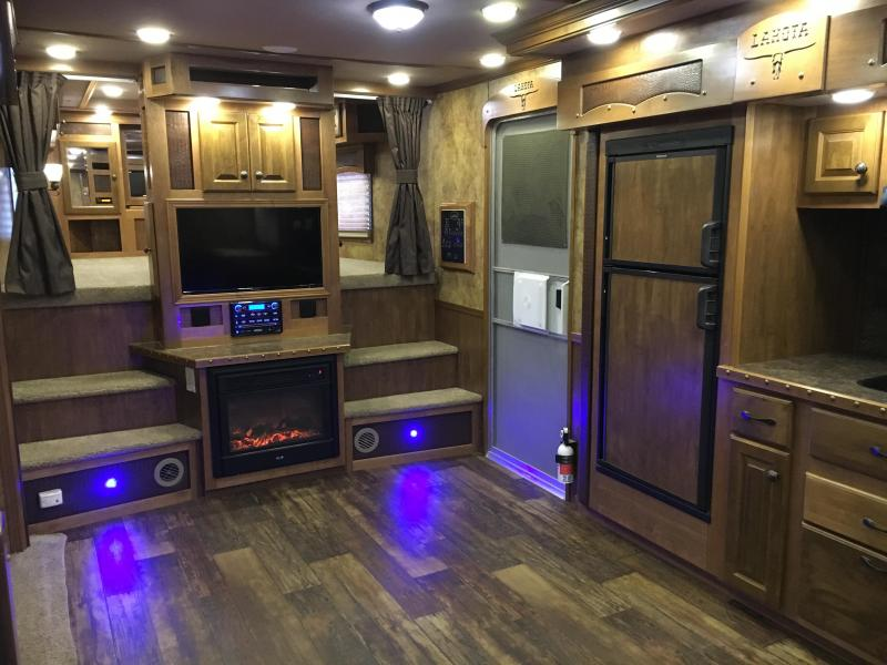 2014 Lakota Trailers Bighorn Edition Horse Trailer