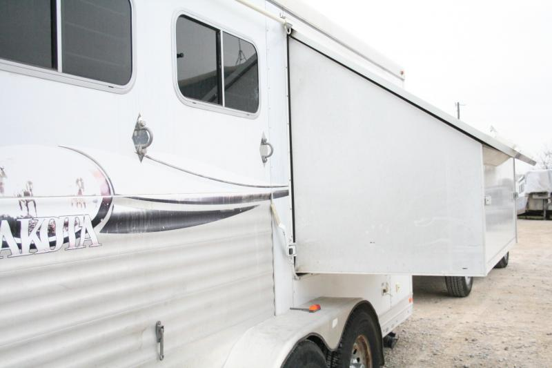 2007 Lakota 611 Tip-Out Horse Trailer