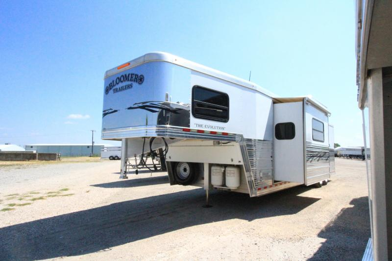 2009 Bloomer Evolution 3 Horse Trailer