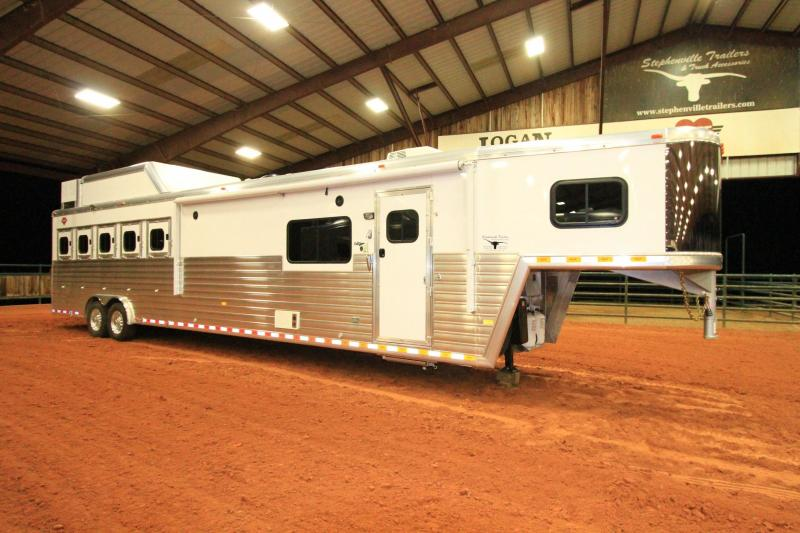 2017 Hart Tradition 5H 15 SW Outlaw Living Quarters Horse Trailer