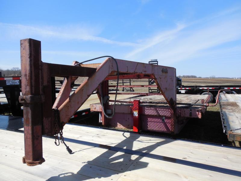 1977 22ft Gooseneck Flatbed Trailer with Singles