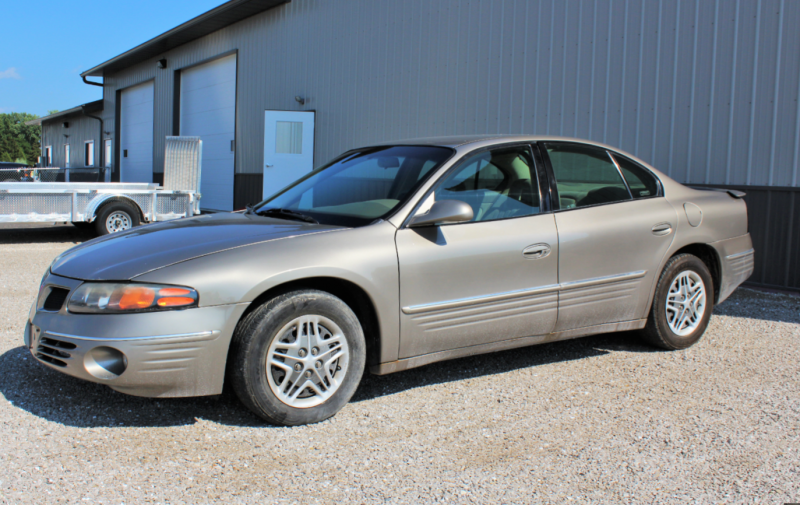 2002 Pontiac Bonneville Car