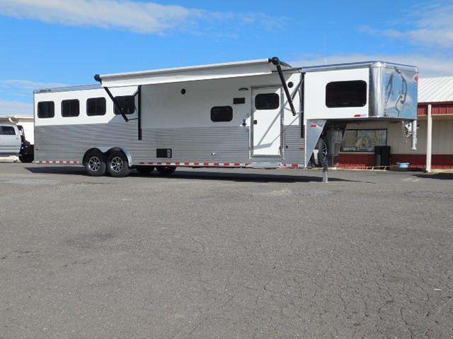 2017 Sundowner Trailers GN 4H Horizon LQ Horse Trailer