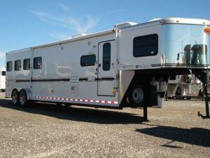 2007 Sundowner Trailers GN 4H 727 SL 6911 LQ w/Slide Horse Trailer