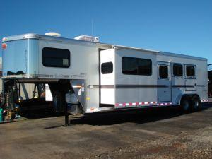 2007 Sundowner Trailers GN 3H 727 SL 6911 LQ w/Slide Horse Trailer