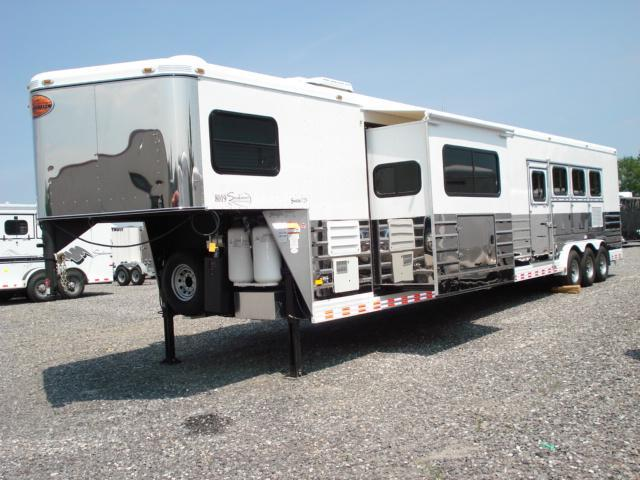 2010 Sundowner Trailers GN 4H LQ w/Bunkhouse Slide Horse Trailer