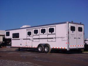 2006 Sundowner Trailers GN 4H 727 w/LQ Horse Trailer