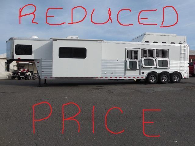 2013 Sundowner Trailers GN 3H 8017 LQ Horse Trailer