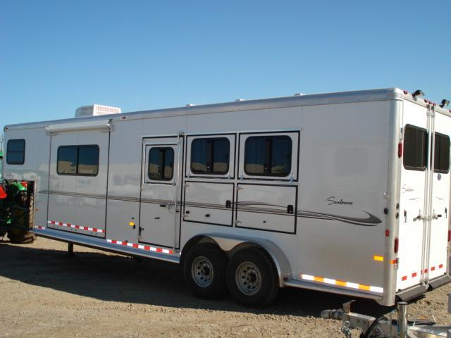 2007 Sundowner Trailers GN 3H 727 6911 LQ w/Slide Horse Trailer