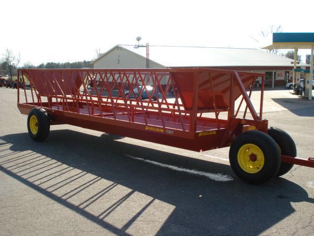 2010 Pequea 520 Feeder Wagon