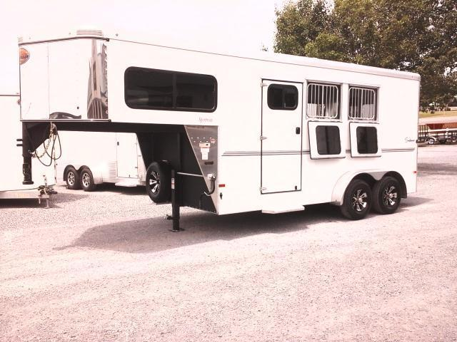 2016 Sundowner Sportsman Horse Trailer