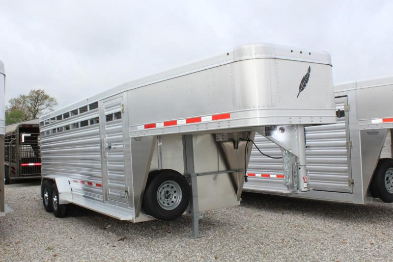 2018 Featherlite 8117-6720 Livestock Trailer