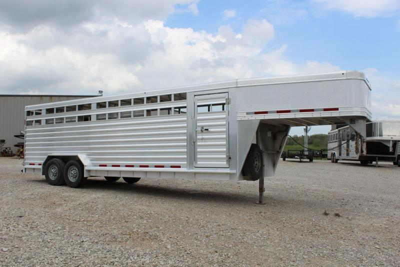 2016 Featherlite 8127-7624 Livestock Trailer