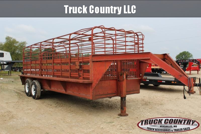 1972 King Ranch 20' gooseneck bar top Livestock Trailer