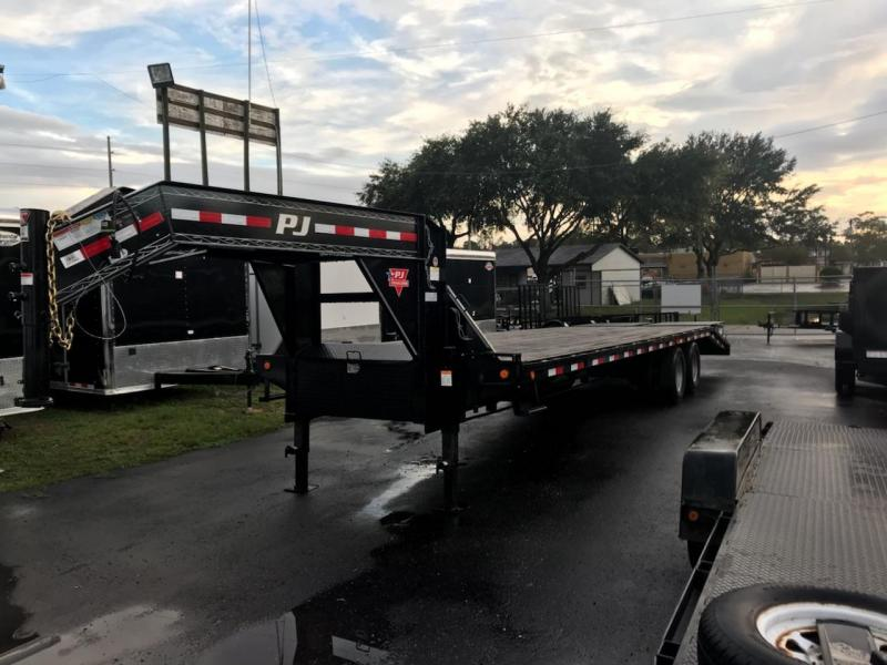 USED 2018 30' PJ/FD  Classic Dual Tandem Equipment Trailer