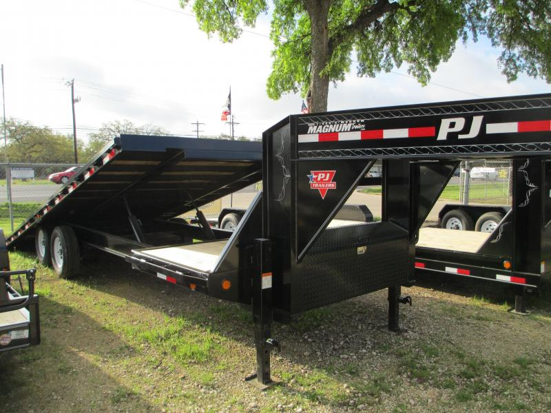 2015 PJ Trailers T8262 Equipment Trailers