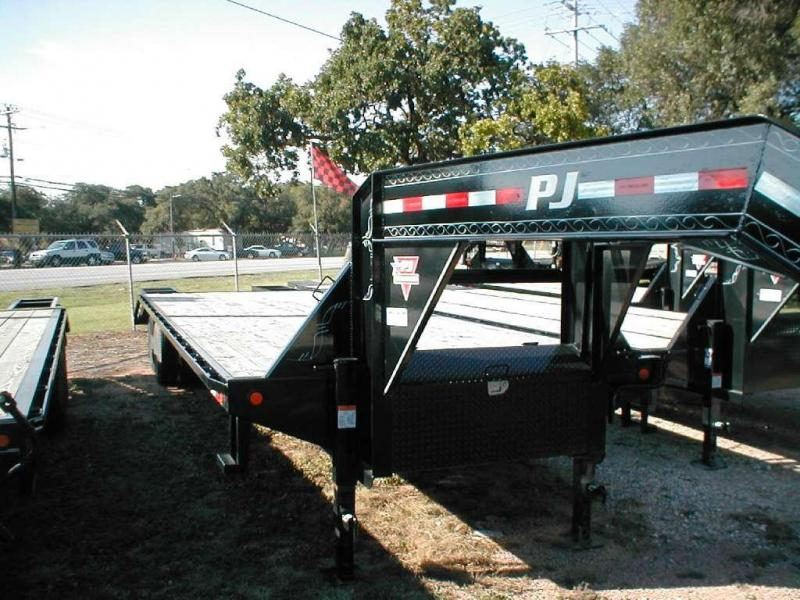 2015 PJ Trailers FD322 Equipment Trailers