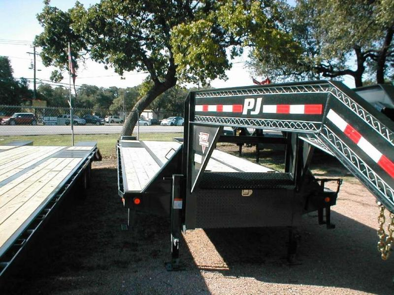 2015 PJ Trailers LD322 Equipment Trailers