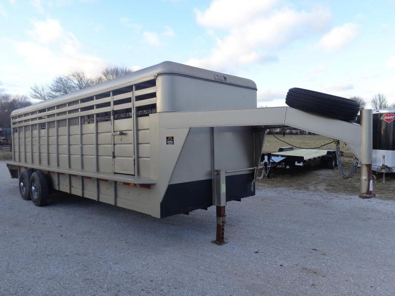 USED 2005 CONT 24' x 6'8 Gooseneck Metal Top Livestock Trailer