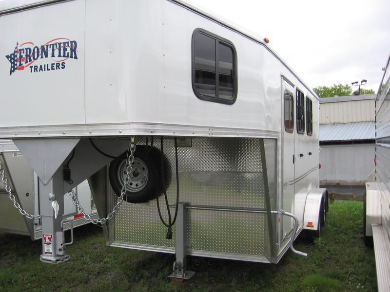 2015 Frontier Strider 2H Slant Horse Trailer
