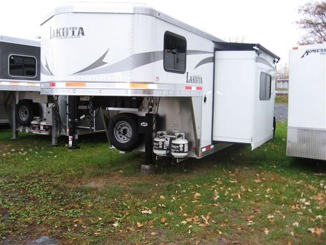 2018 Lakota C-311 Horse Trailer