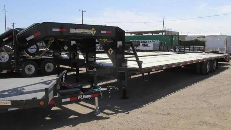 2017 Diamond T Trailers DTF10232 Flatbed Trailer